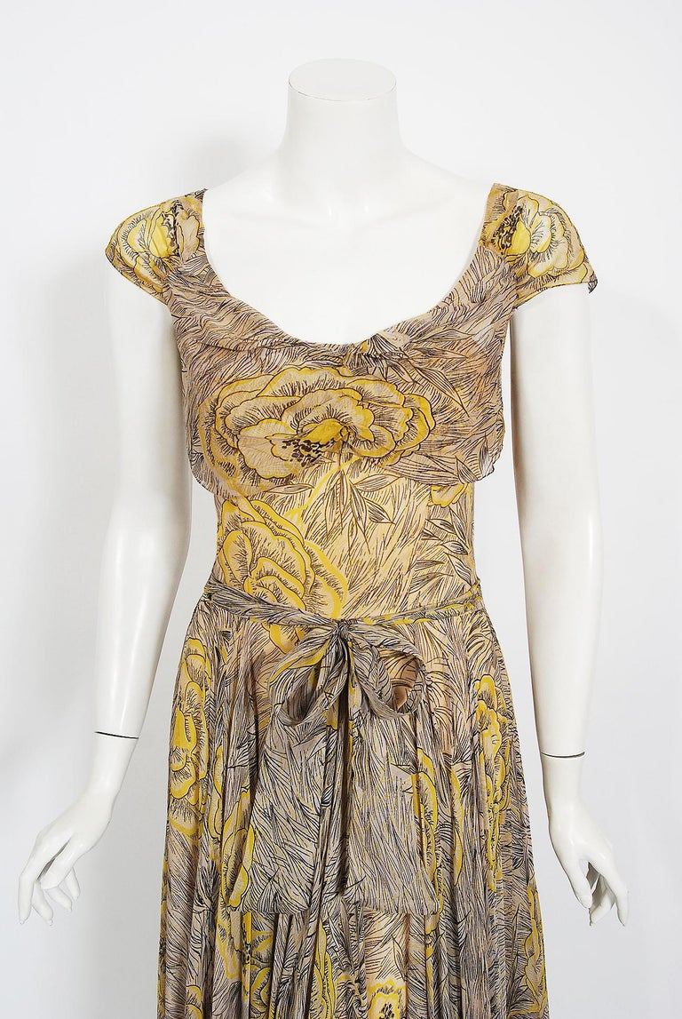 Breathtaking 1940's yellow-roses print garden gown by the highly adored