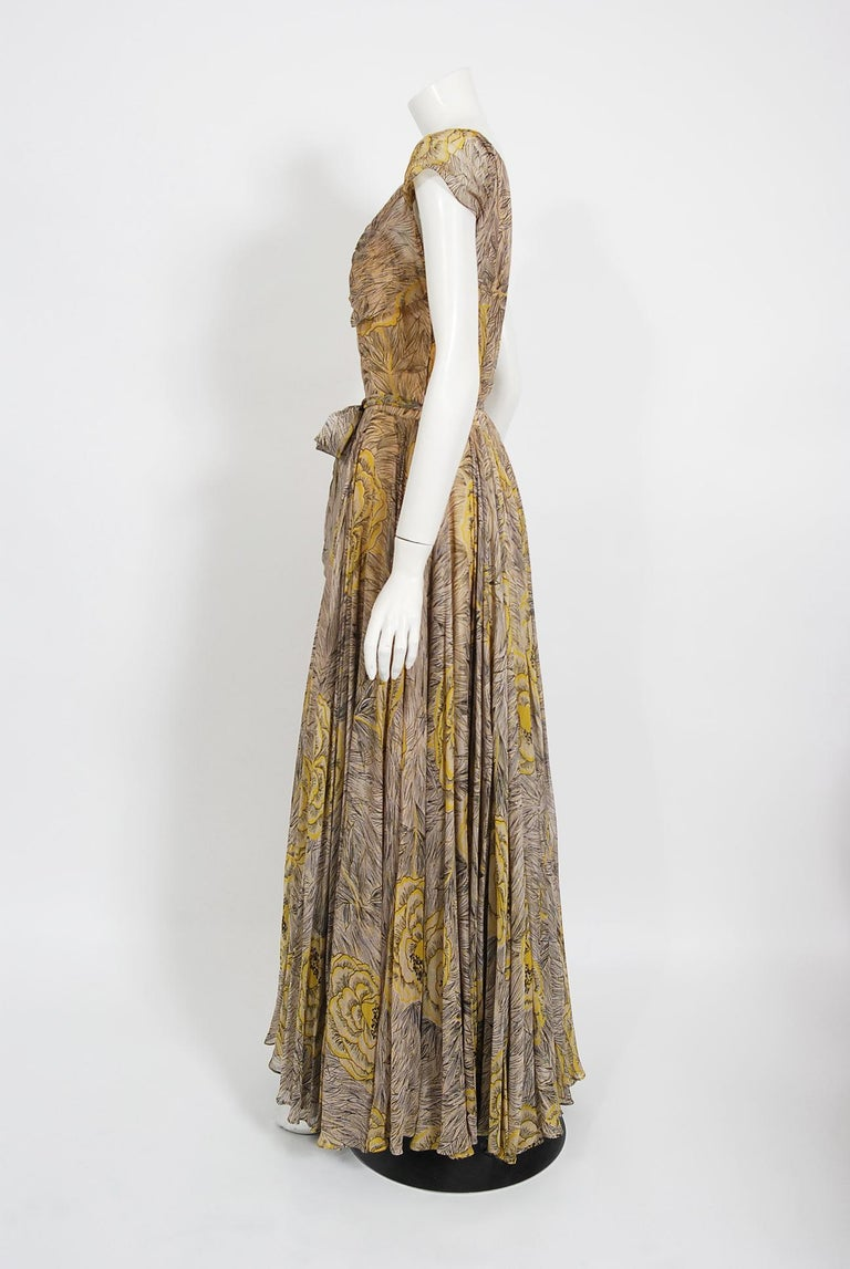 Women's Vintage 1940's Sophie Gimbel Yellow-Roses Floral Silk Cap-Sleeve Plunge Gown For Sale