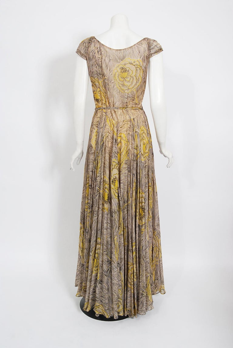 Vintage 1940's Sophie Gimbel Yellow-Roses Floral Silk Cap-Sleeve Plunge Gown For Sale 3