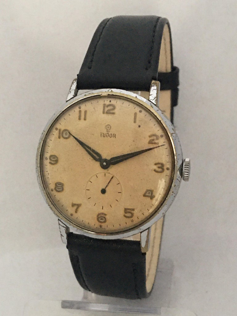 This beautiful pre-owned 35mm diameter (excluding crown) vintage hand winding silver plated watch is in good working condition. It is recently been serviced and it runs well. Visible signs of ageing and wear with some scratches on the glass and on