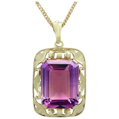 Vintage 1950s 15.41 Carat Amethyst and Yellow Gold Pendant