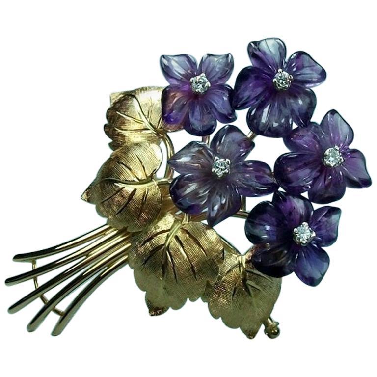 Vintage 1950s Amethyst Diamonds 18 Karat Yellow Gold Bouquet of Violets Brooch