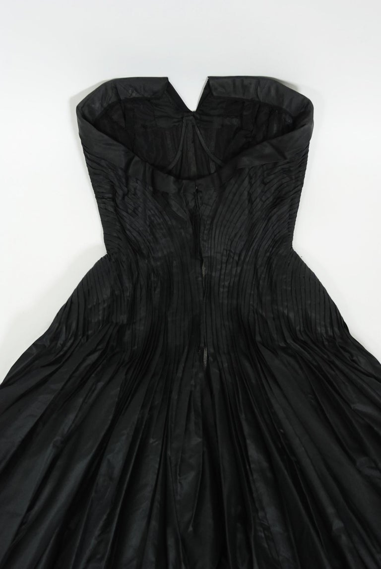 Vintage 1950's French Couture Black Heavily-Pleated Silk Strapless Party Dress For Sale 4