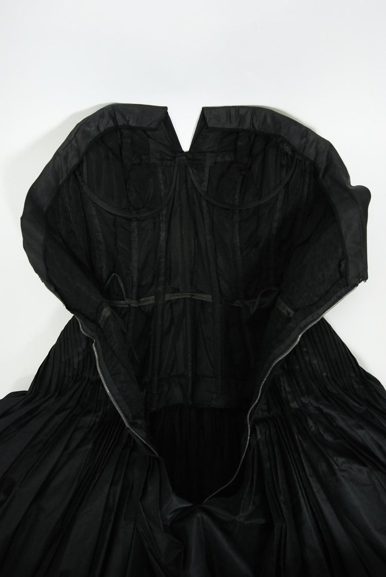 Vintage 1950's French Couture Black Heavily-Pleated Silk Strapless Party Dress For Sale 5