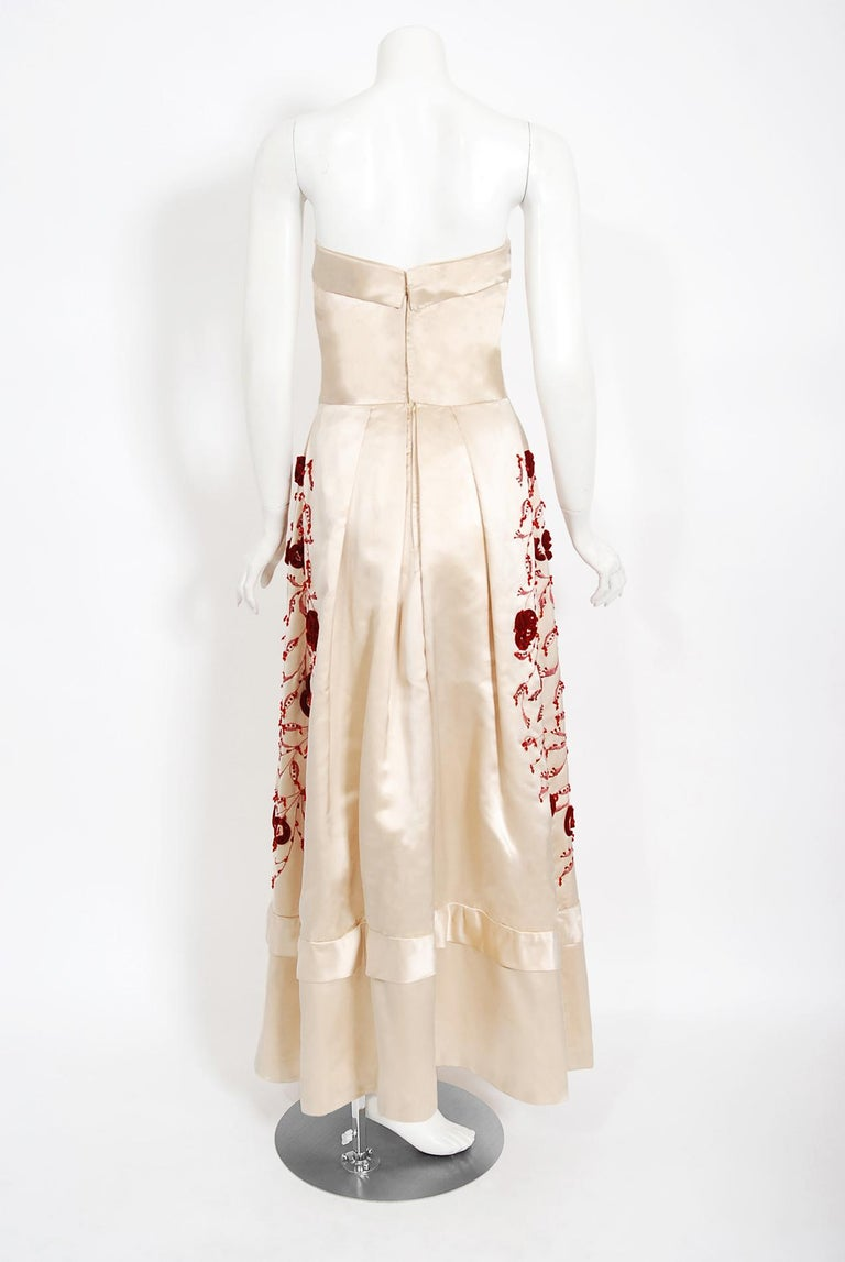 Vintage 1950's Harvey Berin Embroidered Floral Ivory Silk Strapless Bridal Dress For Sale 3