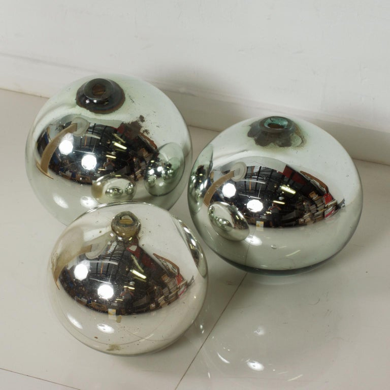 Vintage 1950s Mexico Mercury Glass Globes Gazing Ball Spheres- set of 3 In Good Condition For Sale In National City, CA