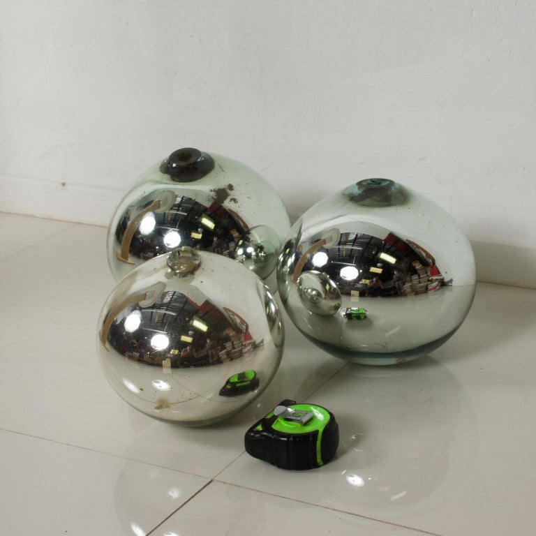 Vintage 1950s Mexico Mercury Glass Globes Gazing Ball Spheres- set of 3 For Sale 1