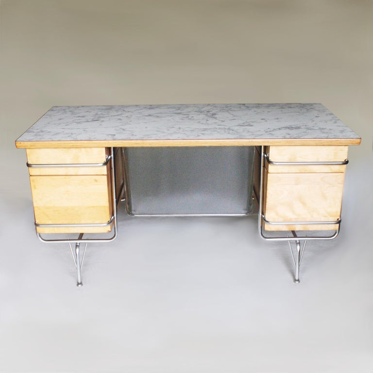 Vintage 1950s Mid-Century Modern Industrial Trimline Executive Desk by KEM Weber In Excellent Condition For Sale In Lafayette, IN