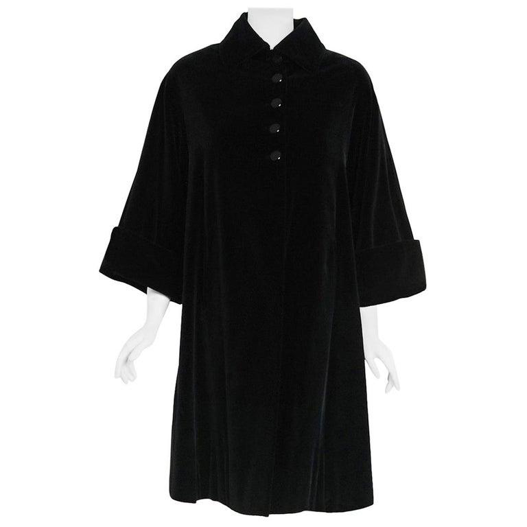 Vintage 1951 Pierre Balmain Haute Couture Black Velvet Wide-Cuff Swing Coat  For Sale