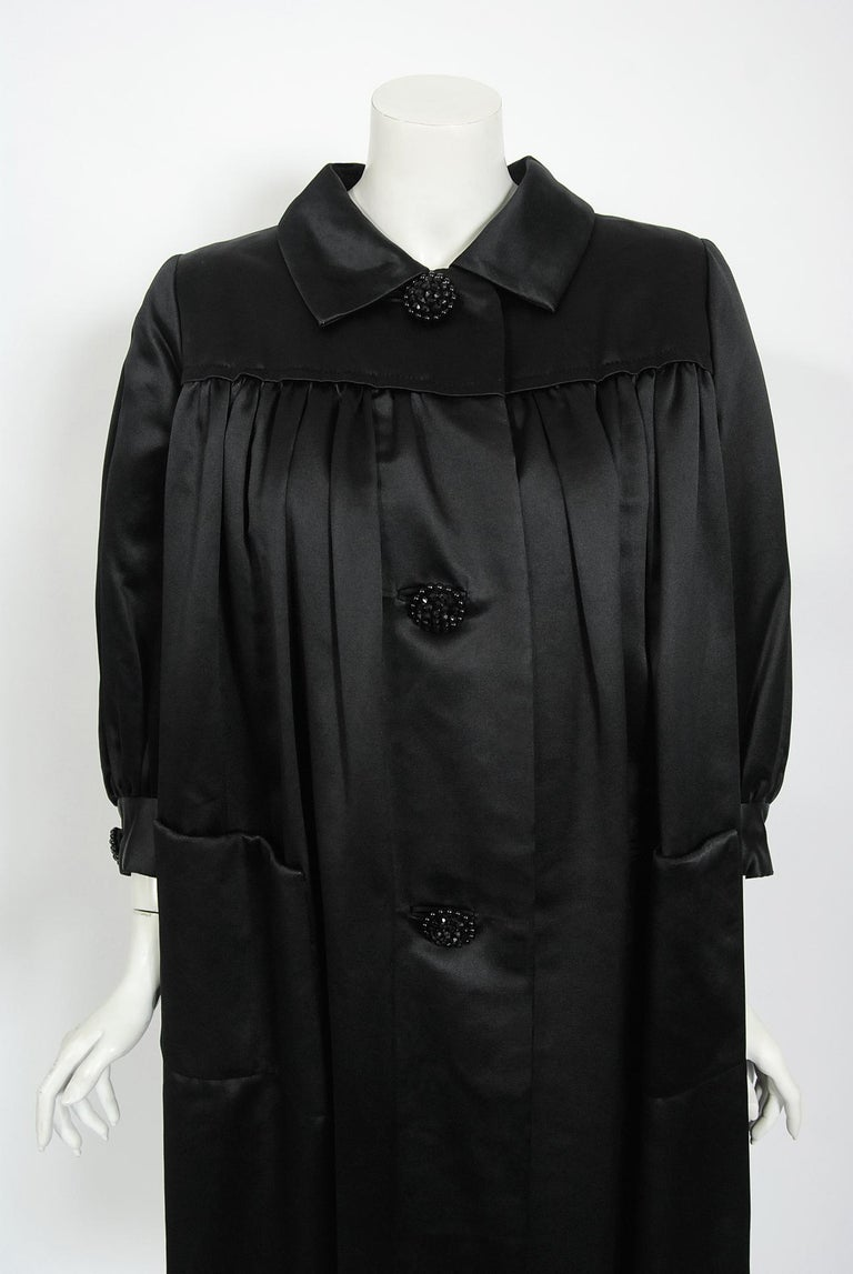 Vintage 1951 Traina-Norell Black Duchess Satin Voluminous Pleated Swing Coat In Good Condition For Sale In Beverly Hills, CA