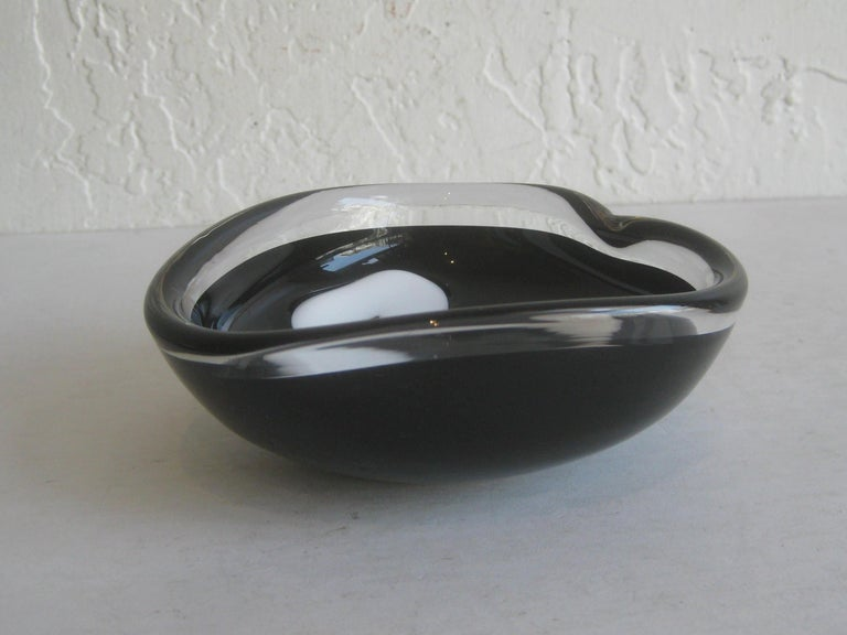 Vintage 1957 Coquille for Flygsfors by Paul Kedelv Studio Art Glass Bowl Sweden In Excellent Condition For Sale In San Diego, CA