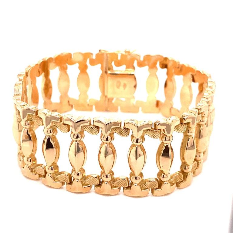 Vintage 1960s 18 Karat Rose Gold Retro Wide Link Bracelet In Good Condition For Sale In Boston, MA
