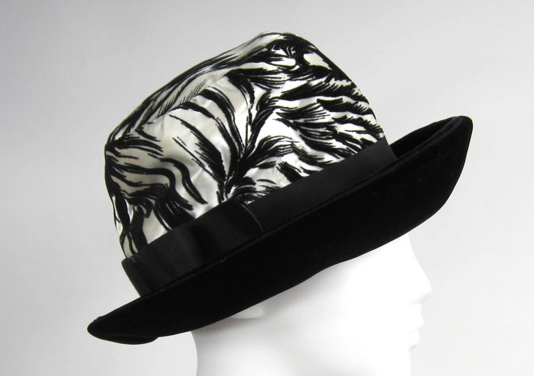 Vintage 1960s Chesterfield Original Black White Hat  In Good Condition For Sale In Wallkill, NY