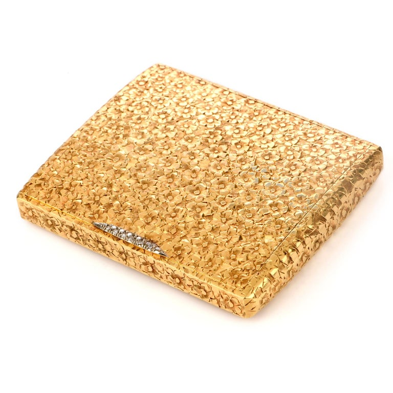 Vintage 1960s Floral Diamond 18 Karat Gold Compact Box In Excellent Condition For Sale In Miami, FL
