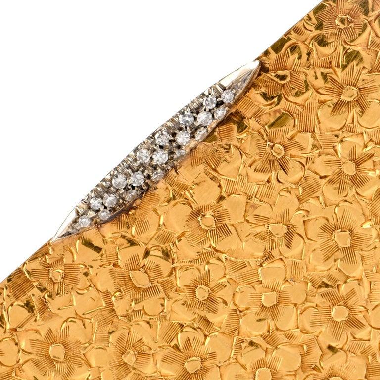 Women's or Men's Vintage 1960s Floral Diamond 18 Karat Gold Compact Box For Sale