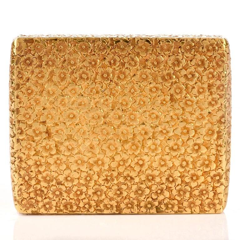 Vintage 1960s Floral Diamond 18 Karat Gold Compact Box For Sale 1