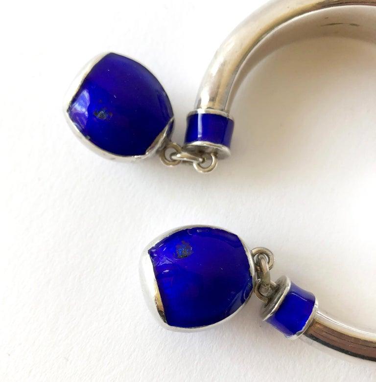 Modernist Vintage 1960s Gucci Italy Sterling Silver Enamel Hinged Dangle Bracelet For Sale