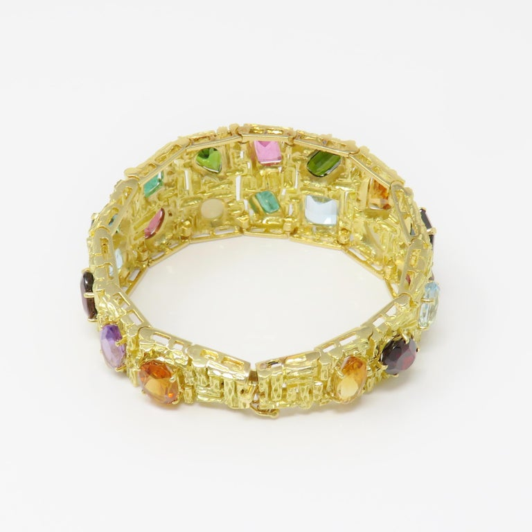 Vintage 1960s H. Stern Heavy 18 Karat Emerald Aquamarine Gemstone Cuff Bracelet For Sale 2