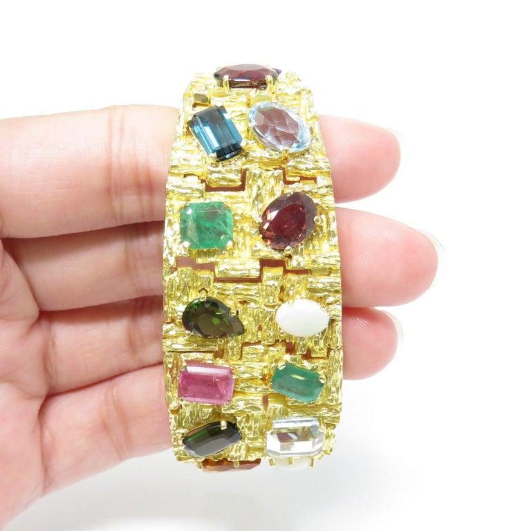 Vintage 1960s H. Stern Heavy 18 Karat Emerald Aquamarine Gemstone Cuff Bracelet For Sale 3