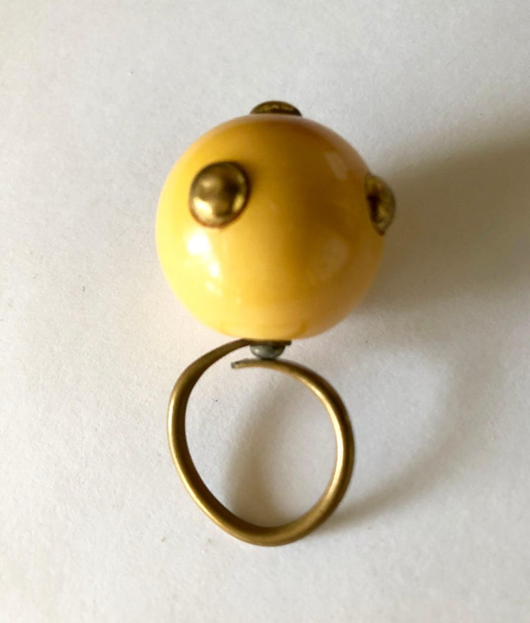 Vintage 1960s Kenneth Jay Lane Beige Bakelite Plastic Go Go Ring Brass Studs In Good Condition For Sale In Los Angeles, CA