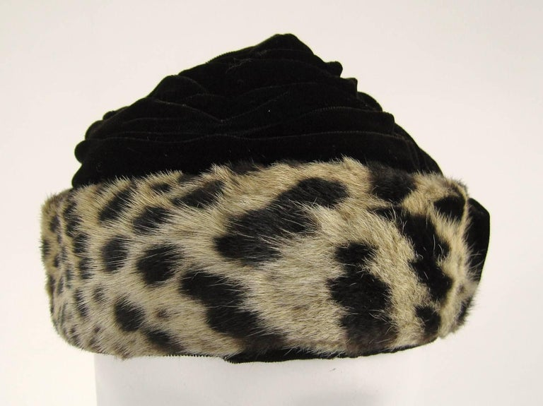 Stunning Leopard print and Velvet 1960s hat. Ruched velvet on top with a Brown Bow at the back Measuring 21 in inside - XS Leopard measures 2.3/8 in wide. Please refer to photos for condition. This is great condition considering it's 50+ years old.