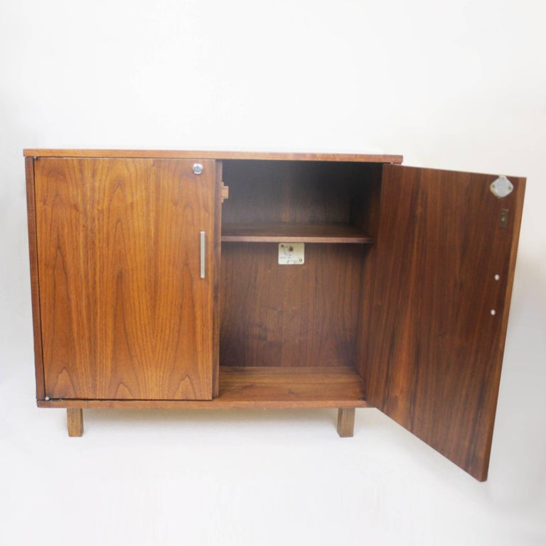 Vintage 1960 S Mid Century Modern Walnut Mini Bar Fridge Liquor Cabinet In Excellent Condition For