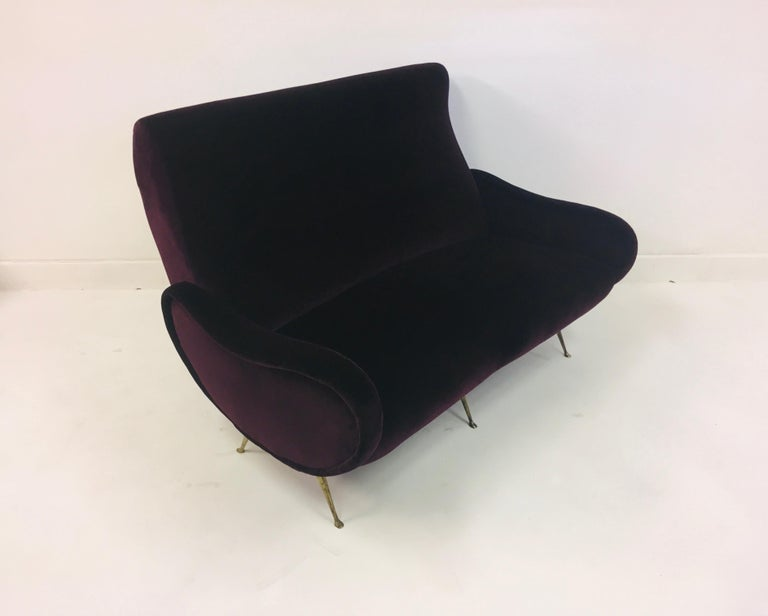 Vintage 1960s Midcentury Italian Sofa in Purple Velvet In Good Condition For Sale In London, London