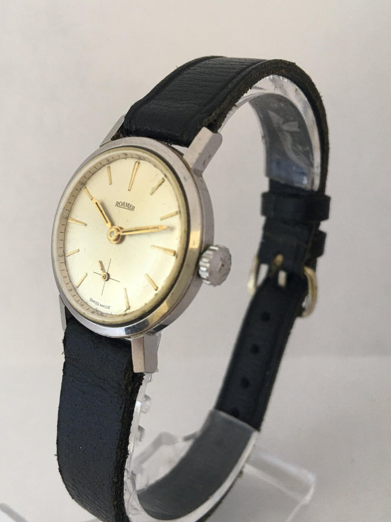 This beautiful 24mm watch diameter pre-owned vintage hand winding watch is in good working condition and it is running well. Visible signs of ageing and wear with light scratches on case as shown.  Please study the images carefully as form part of