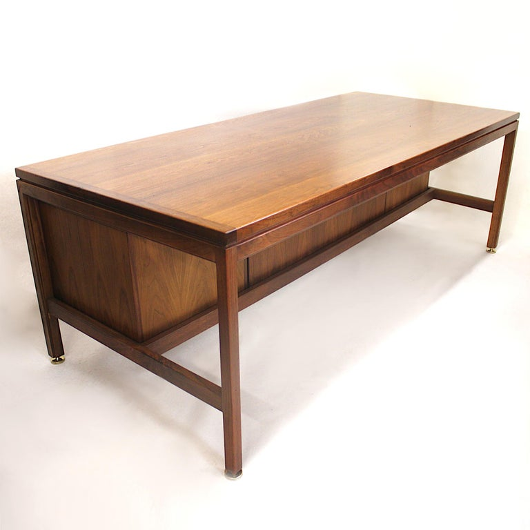 American Vintage 1960s Walnut Executive Desk and Black Leather Guest Chairs by Jens Risom For Sale