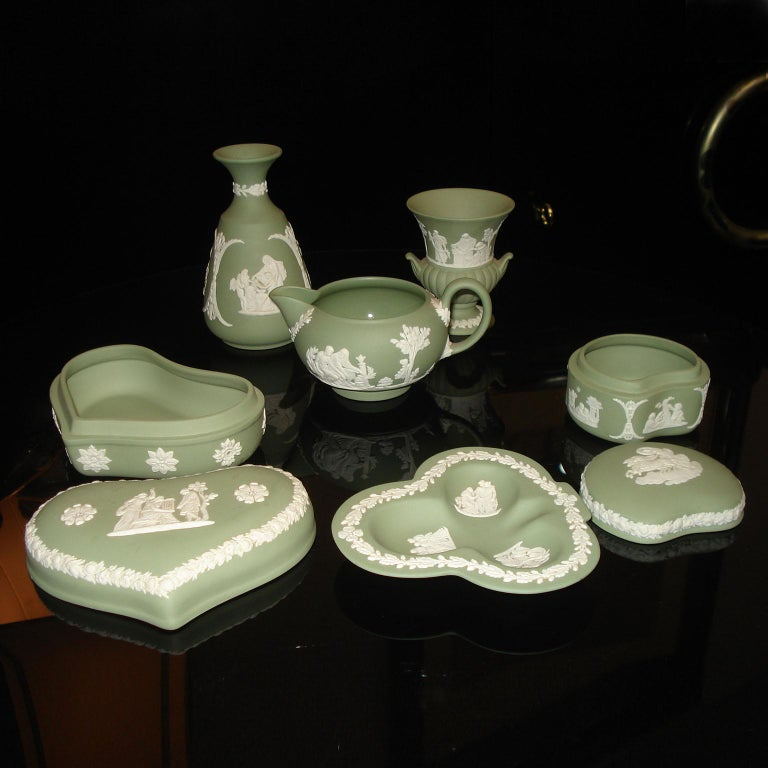 Vintage 1960s Wedgwood Jasperware Cream on Celadon Collection In Excellent Condition In Bochum, NRW