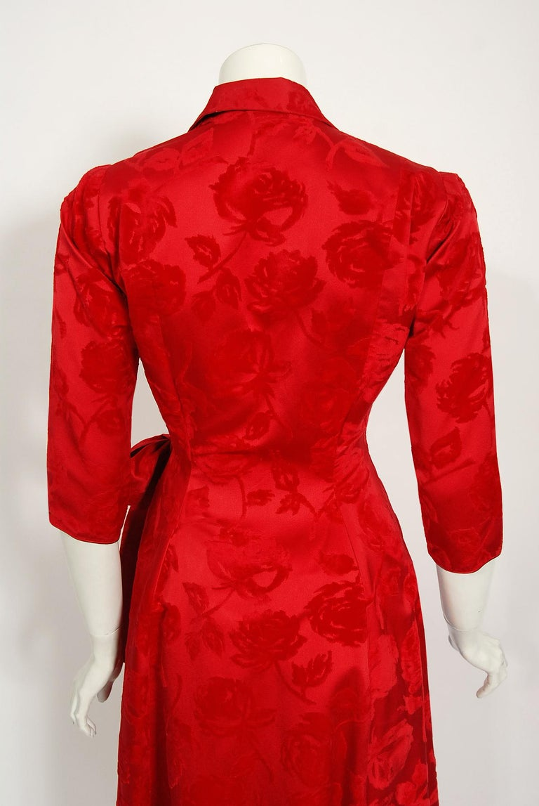Vintage 1962 Juel Park of Beverly Hills Red Roses Flocked Satin Dressing Gown For Sale 6