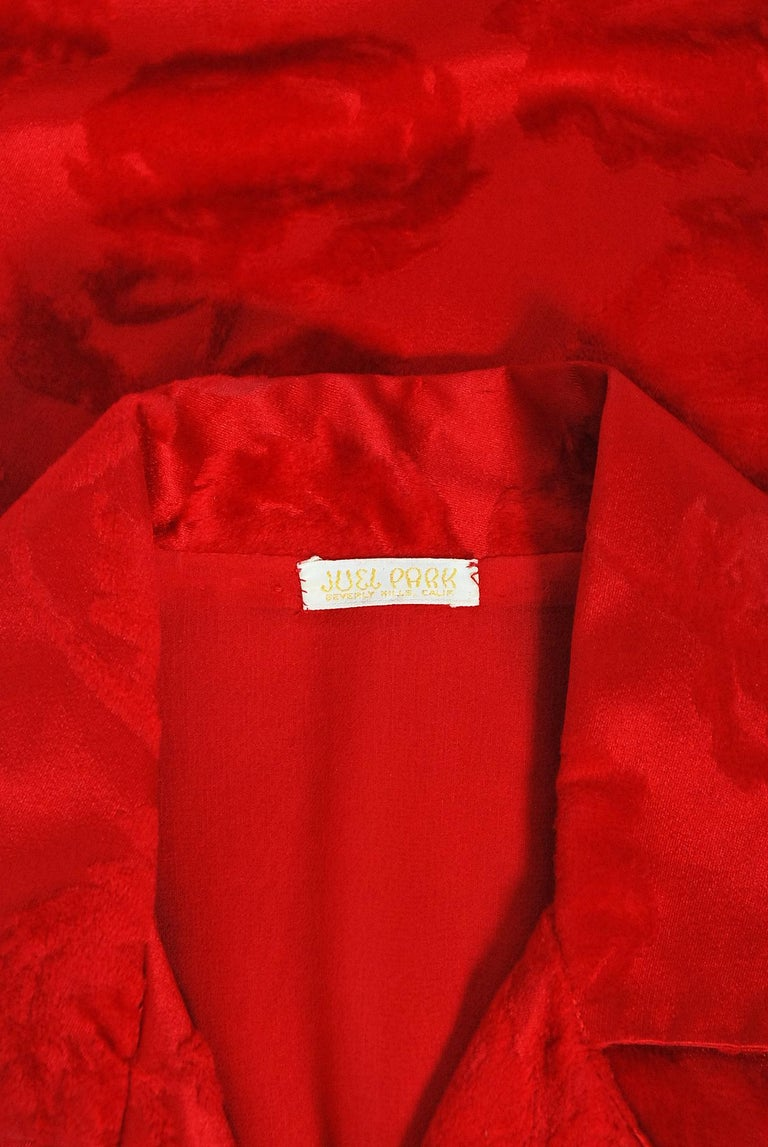 Vintage 1962 Juel Park of Beverly Hills Red Roses Flocked Satin Dressing Gown For Sale 7