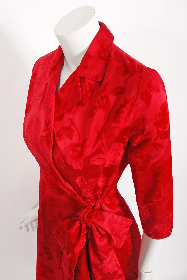 Women's Vintage 1962 Juel Park of Beverly Hills Red Roses Flocked Satin Dressing Gown For Sale