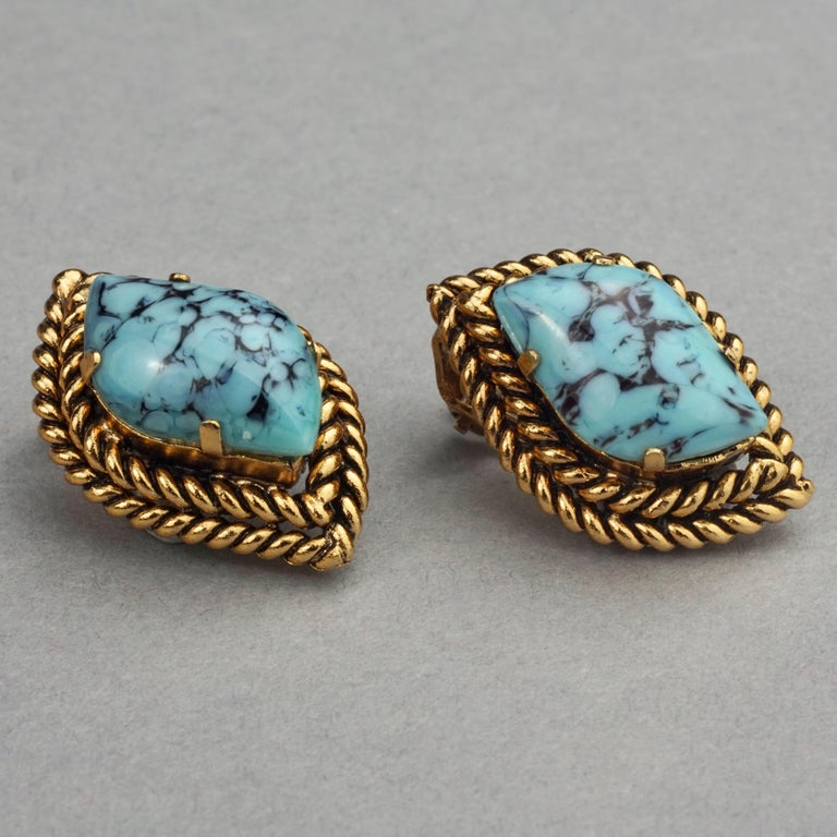 Vintage 1964 CHRISTIAN DIOR Turquoise Cabochon Braided Gilt Earrings In Excellent Condition For Sale In Kingersheim, Alsace