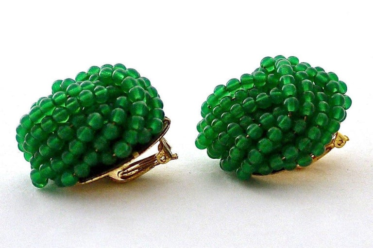 Women's Vintage 1967 CHRISTIAN DIOR Knotted Emerald Glass Beads Earrings For Sale