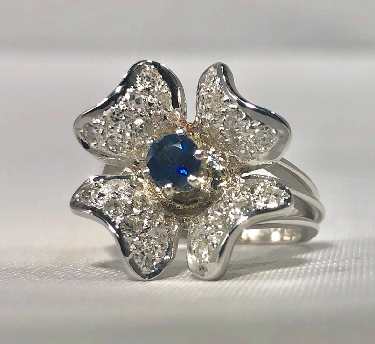 Women's Vintage 1970s 14 Karat Sapphire and Diamond Flower Cocktail Ring For Sale