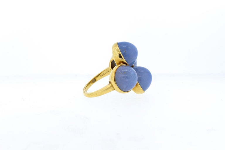 Vintage 1970s 18 Karat Gold Cartier Cabochon Chalcedony Bubble Ring In Good Condition For Sale In New York, NY