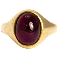 Vintage 1970s 9 Karat Gold Garnet Cabochon Signet Ring