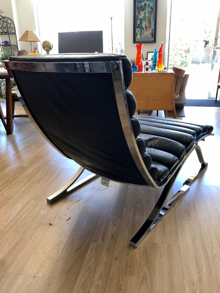 Vintage 1970s Black Leather Channel Back Lounge Chaise with Ottoman by D. I. A. For Sale 2