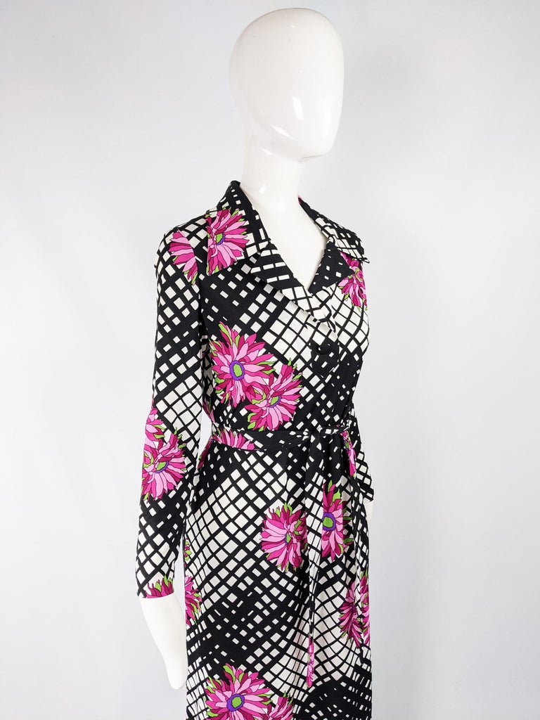 Vintage 1970s Black & White Print Maxi Dress For Sale 2