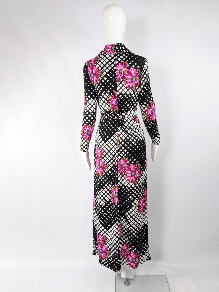 Vintage 1970s Black & White Print Maxi Dress For Sale 3