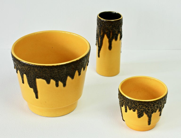 Vintage 1970s Bright Yellow West German Pottery Fohr Vase with Black Lava Glaze In Fair Condition For Sale In Landau an der Isar, Bayern