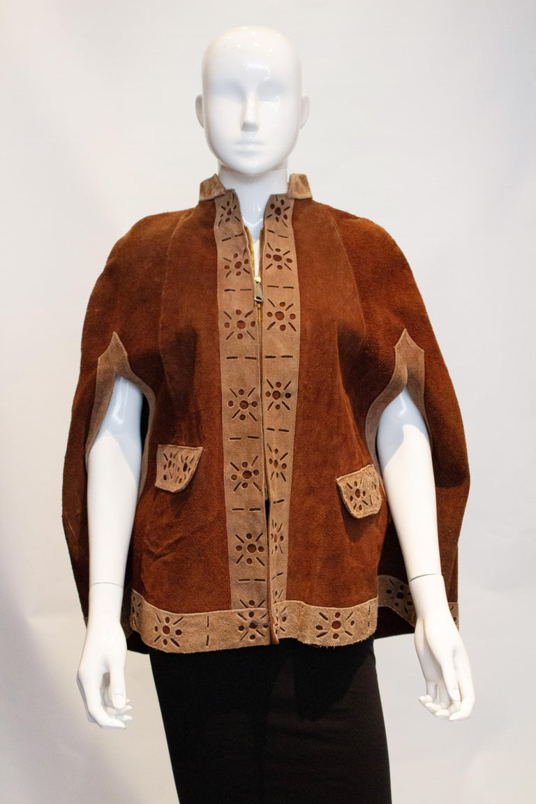 Vintage 1970s Brown Suede Cape In Good Condition For Sale In London, GB