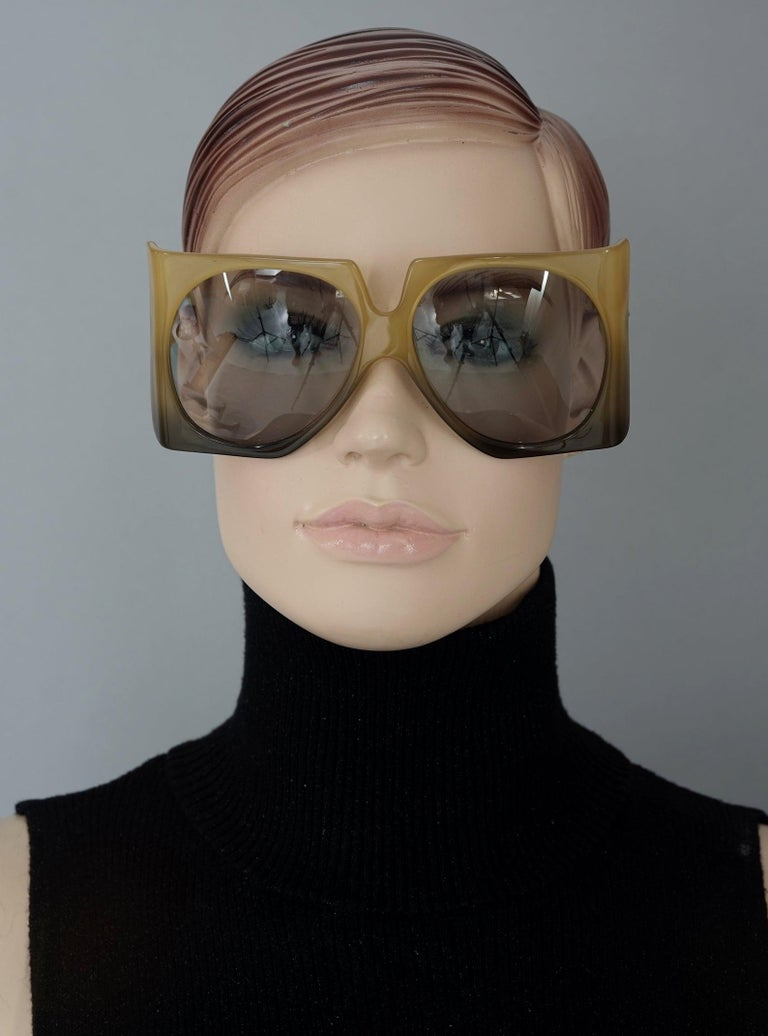 Vintage 1970s CHRISTIAN DIOR Oversized Square Space Age Sunglasses In Excellent Condition For Sale In Kingersheim, Alsace