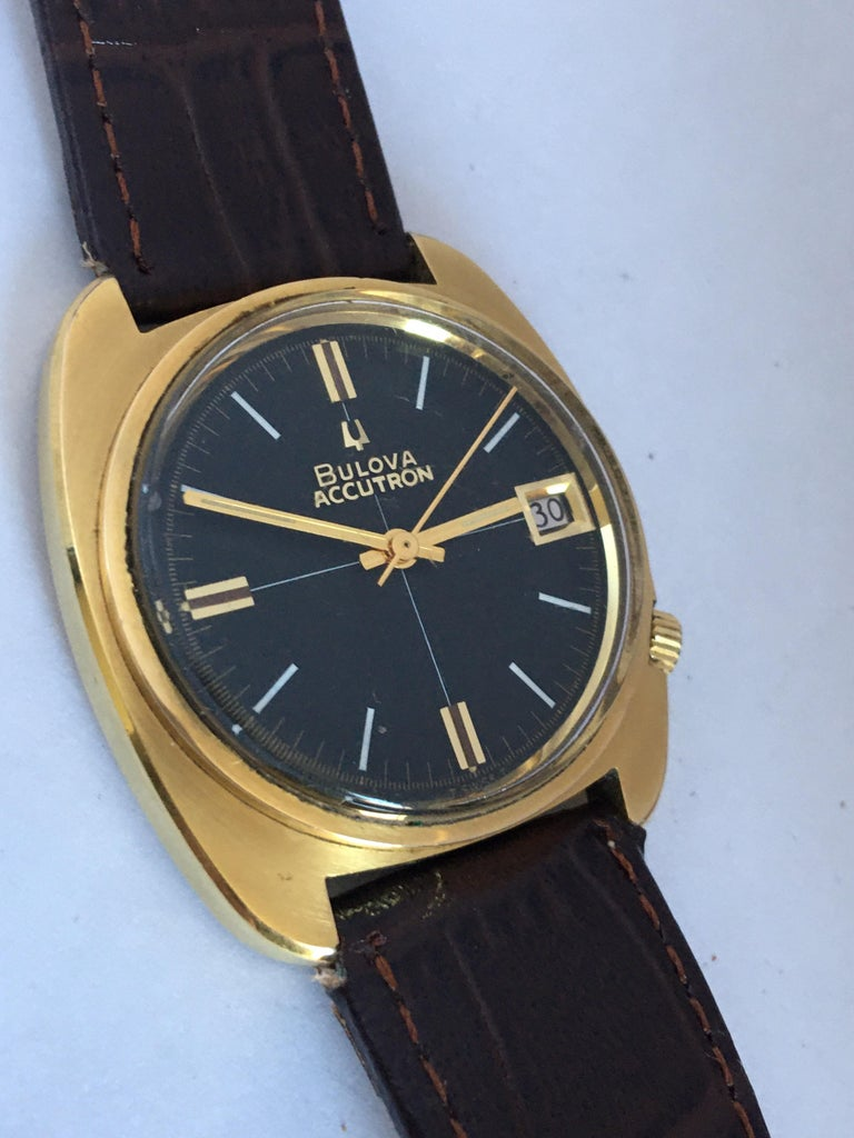 Vintage 1970s Gold-Plated Bulova Accutron Gent Watch For Sale 6