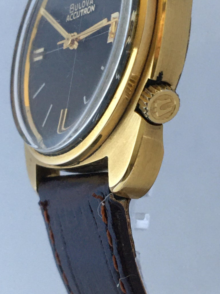 Vintage 1970s Gold-Plated Bulova Accutron Gent Watch For Sale 8