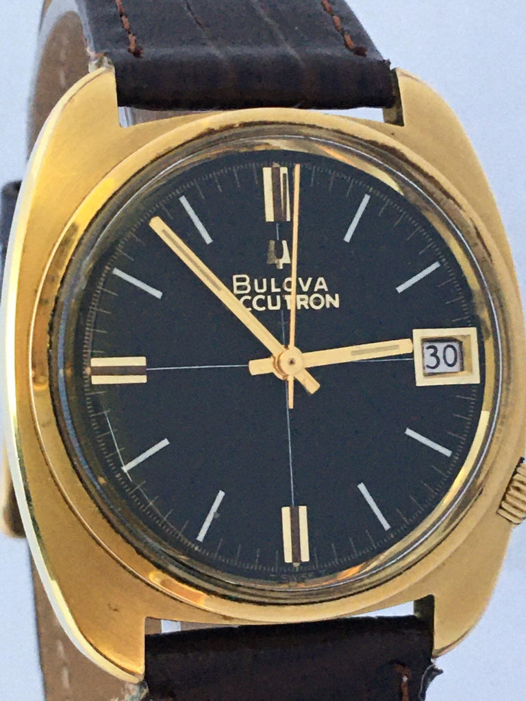 Women's or Men's Vintage 1970s Gold-Plated Bulova Accutron Gent Watch For Sale