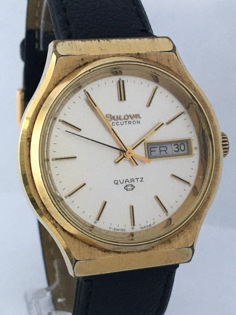 Women's or Men's Vintage 1970s Gold-Plated Bulova Accutron Men's Watch For Sale