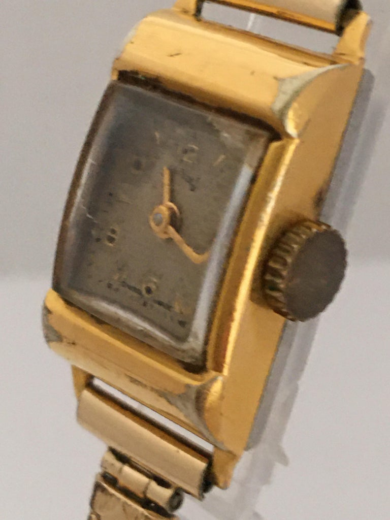 Vintage 1970s Gold-Plated Services Ladies Mechanical Watch In Fair Condition For Sale In Carlisle, GB