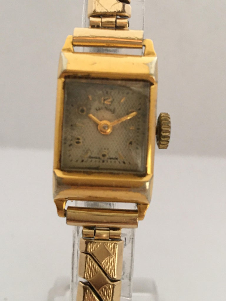 Vintage 1970s Gold-Plated Services Ladies Mechanical Watch For Sale 4